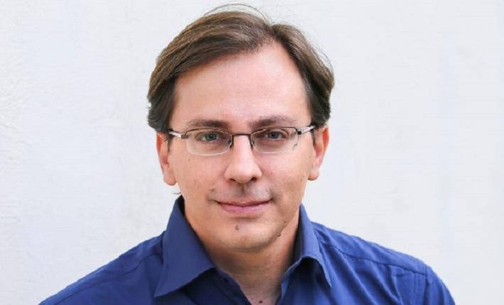 Nadav Eyal