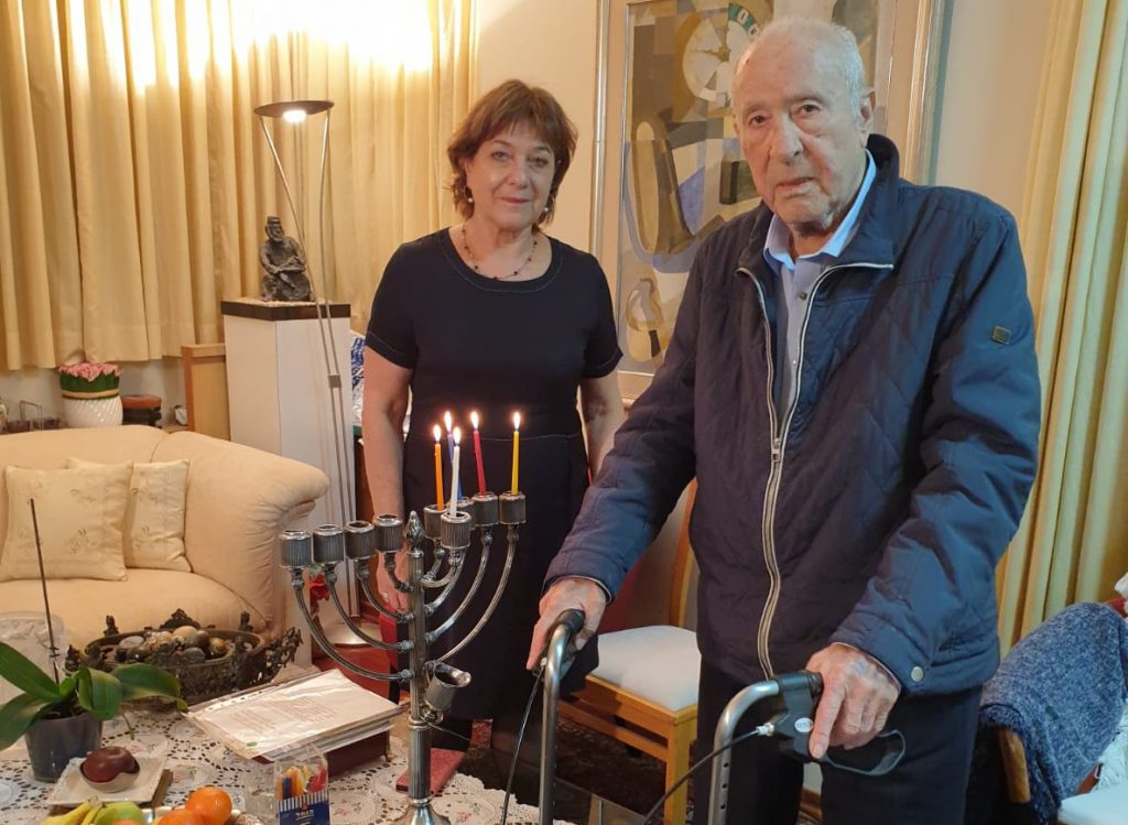 holocaust survivres lightning candles